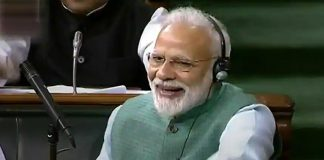 modi applauding goyal's budget speech